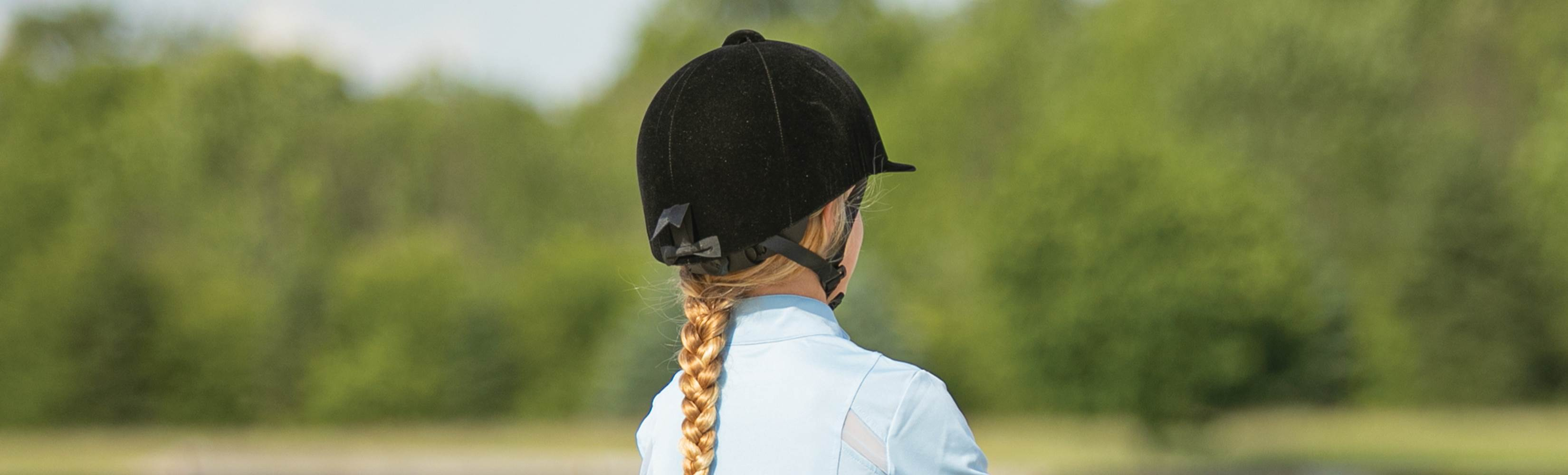 Choosing the Right Riding Helmet - Adjustable vs. Fixed Size